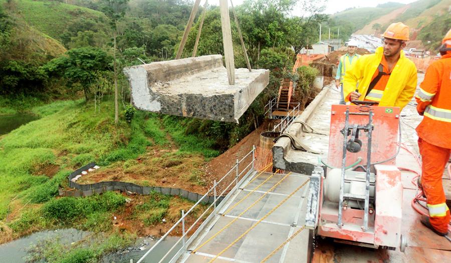 Rodovia Nova Tamoios para alargamento de pontes